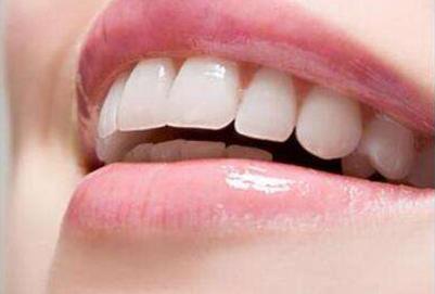冷光美白牙齿有危害吗 冷光美白能管多久